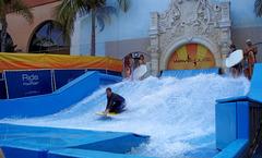 La primera piscina cubierta de olas artificiales del mundo for Piscinas leioa